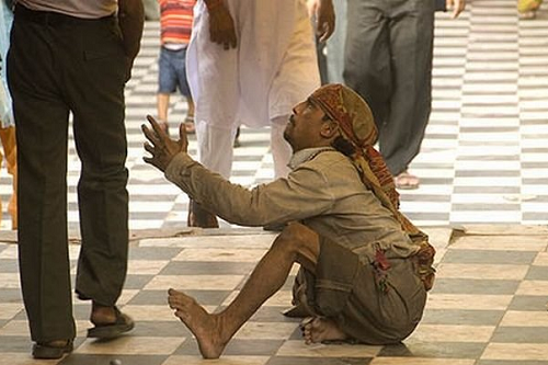 Indian_crippled_beggar_004.png