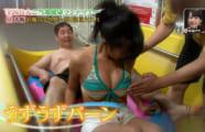 【画像あり】小島瑠璃子さん、一般人のオッサンに乳首を触られしまう放送事故ww