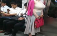 【画像あり】でっかい乳ぶらさげて歩いとる女ってエロい自覚あるんか?